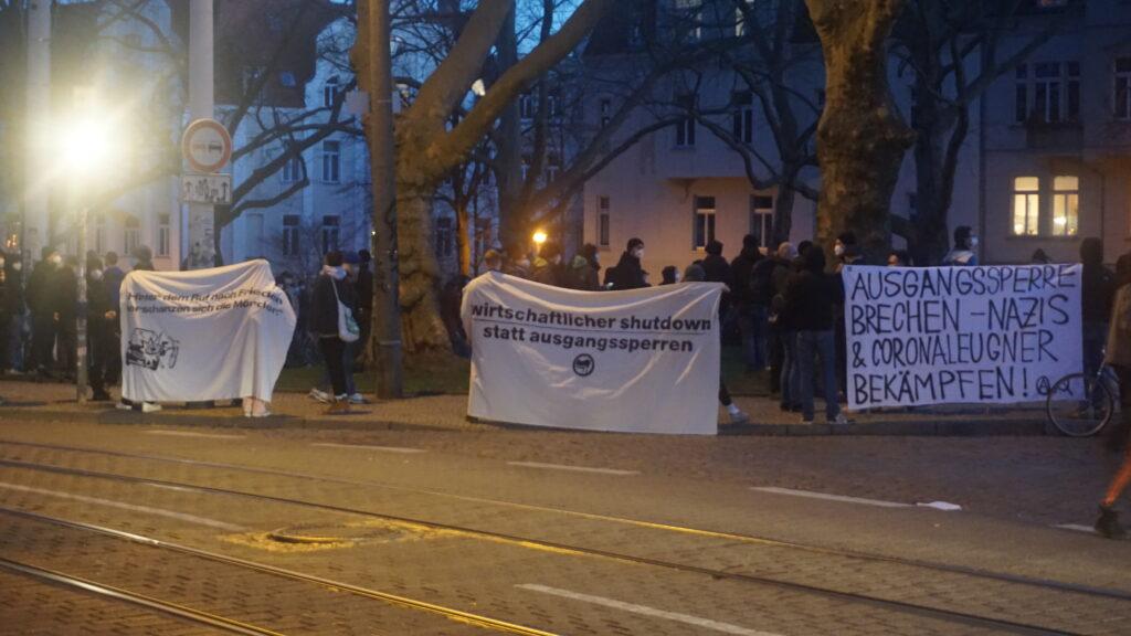 Kundgebung gegen Ausgangssperre in Halle